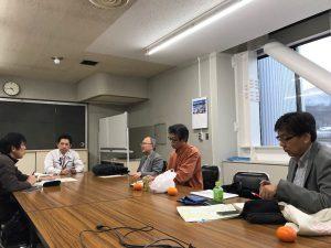 上山市役所で山形新聞長瀬上山支社長の取材を受けました。
